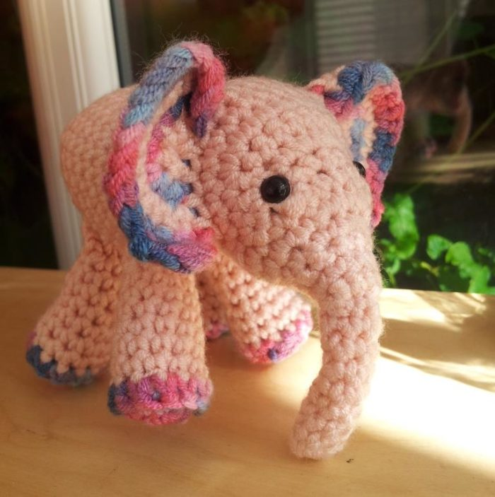 Amigurumi elephant pattern in pink suit. Do you like this design ... | 771x768