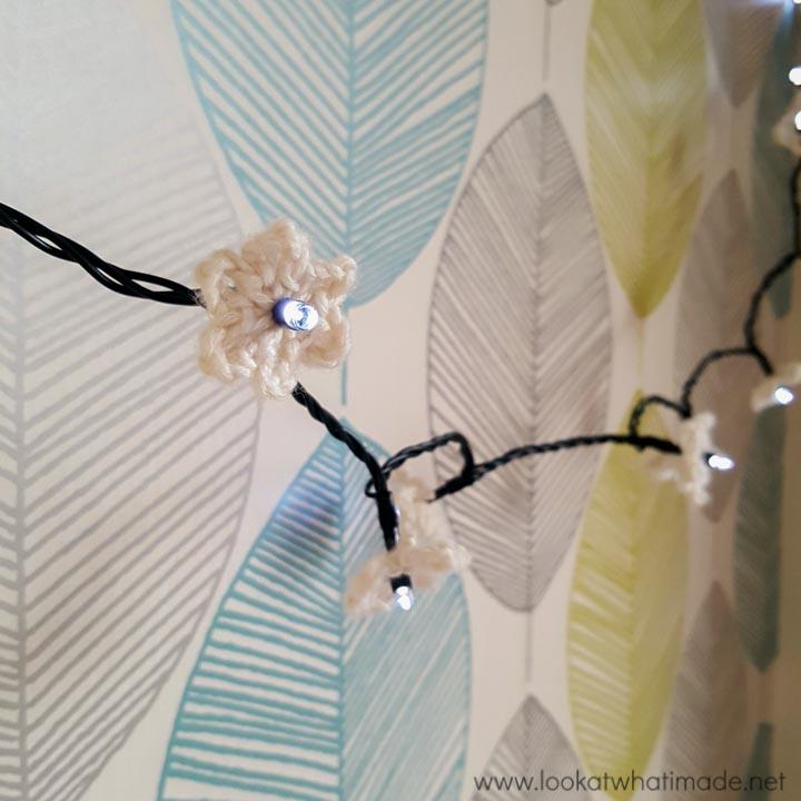 Crochet Christmas Light Flowers Tutorial